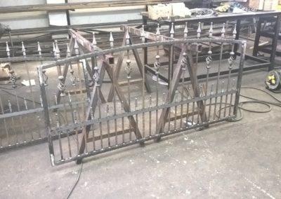 Kovácsoltvas kerítés kapu úszókapu tervezés gyártás kivitelezés lakatos hegesztő pest megye 6