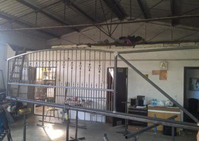 Kovácsoltvas kerítés kapu úszókapu tervezés gyártás kivitelezés lakatos hegesztő pest megye 8
