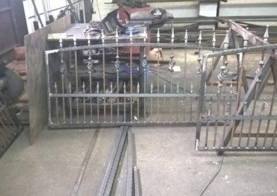 Kovácsoltvas kerítés kapu úszókapu tervezés gyártás kivitelezés lakatos hegesztő pest megye 5