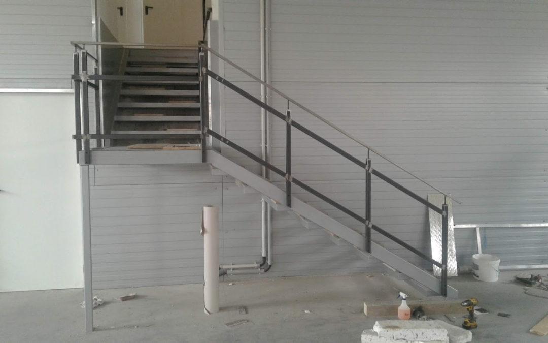 Rozsdamentes korlát és üzemi lépcső kialakítása